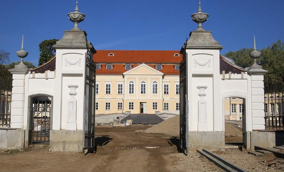 Дворец Воловичей в Святске планируют частично открыть для гостей к началу следующего года. Какие работы ведутся сегодня на проекте реконструкции