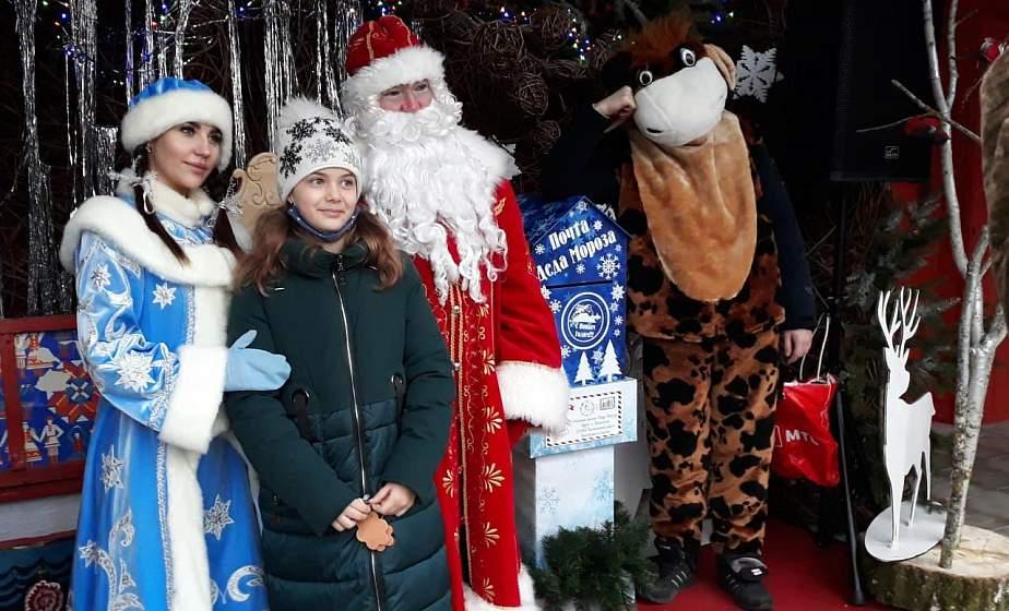 """Батлейка, мастер-классы и Дед Мороз со Снегурочкой. В центре ремесел """"Наследие"""" продолжаются новогодние праздники"""