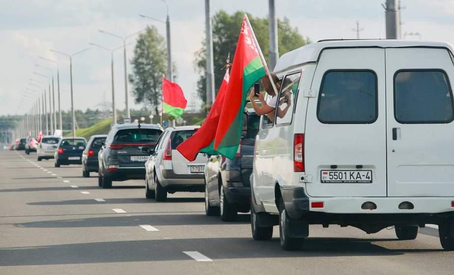 «Мы здесь с чувством гордости и радости за нашу страну». В Гродно прошел патриотический автопробег