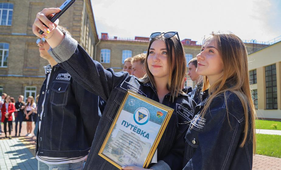 Более 700 «бойцов» и поездка в Анапу. В ГрГУ имени Янки Купалы открыли третий трудовой семестр