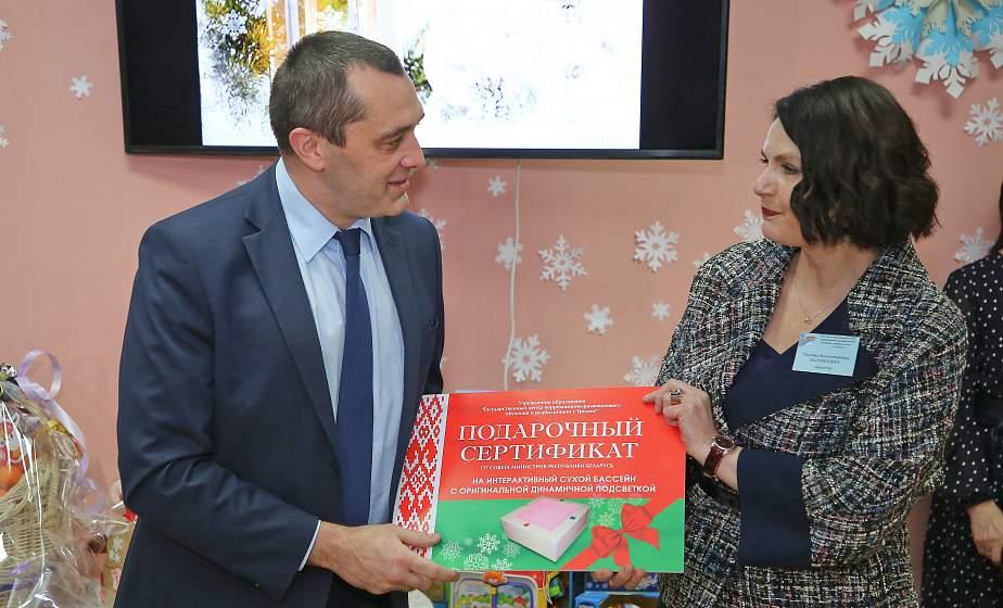Главное – чтобы дети улыбались. Заместитель премьер-министра Беларуси Александр Субботин побывал на празднике в Центре коррекционно-развивающего обучения и реабилитации Гродно (+видео)