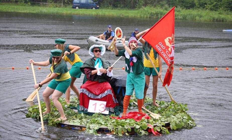 «Болотный футбол», корабли «из чего попало» и поэтический баттл: «Праздник моря» пройдет на Августовском канале
