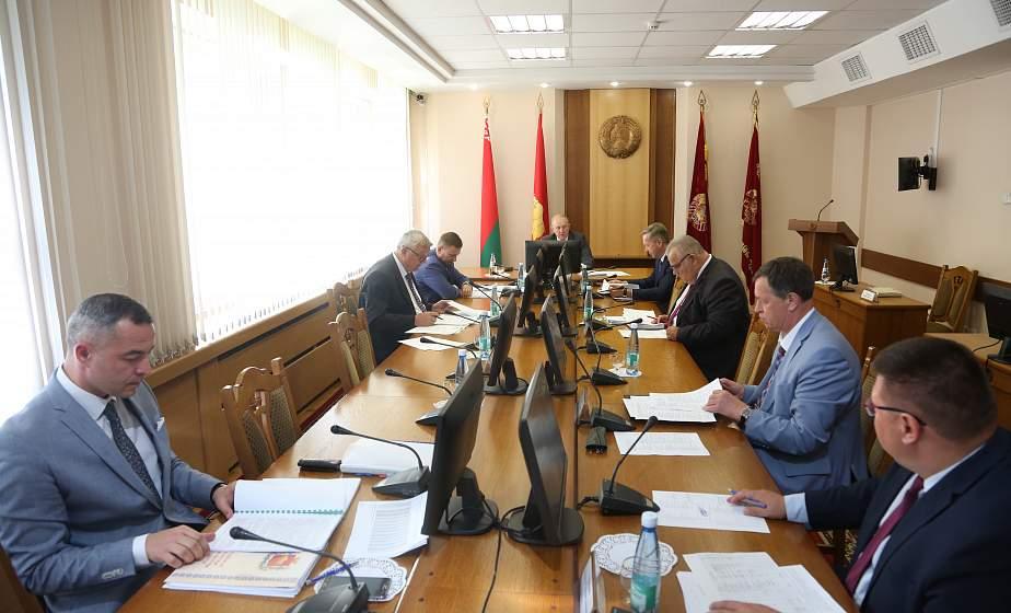 На заседании облисполкома проанализировали работу по социально-экономическому развитию Зельвенского района