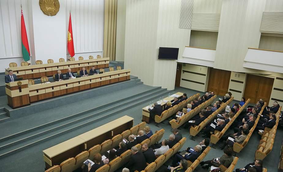 Акцент на соцсферу и инвестиции. На заседании сессии областного Совета депутатов утвердили прогноз социально-экономического развития региона и бюджет на 2020 год