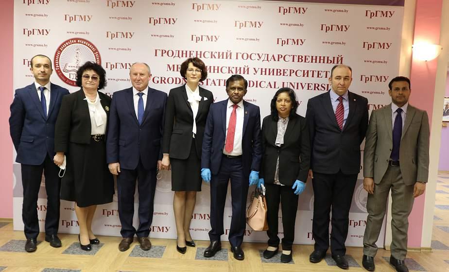 Медицинские знания для иностранных студентов. Посол Шри-Ланки посетил Гродненский медуниверситет