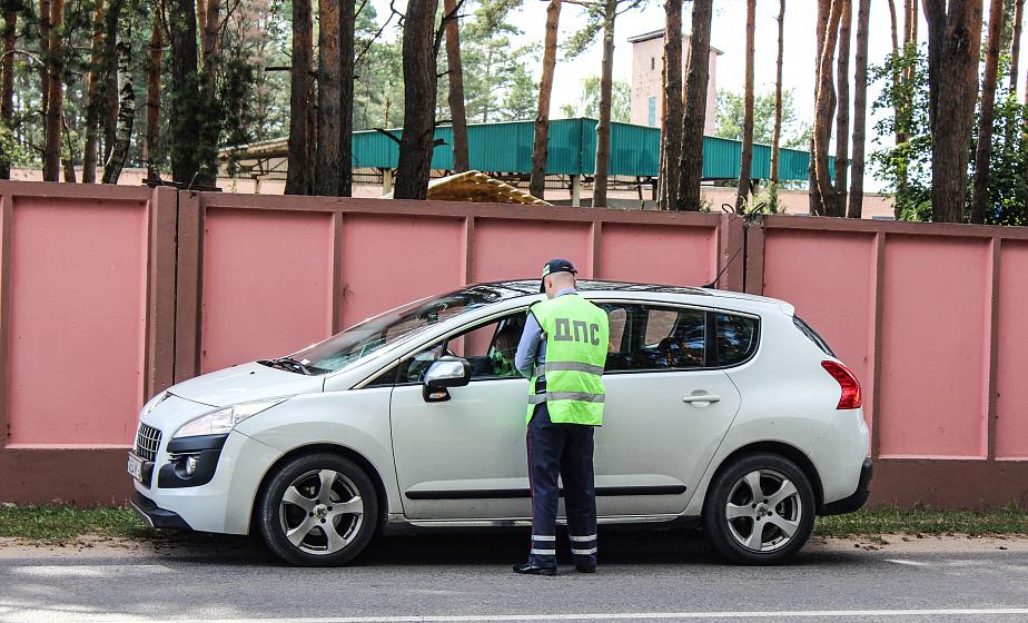«Дети-пассажиры без автокресел и несовершеннолетние водители». В Гродно и области все чаще среди пострадавших в ДТП дети
