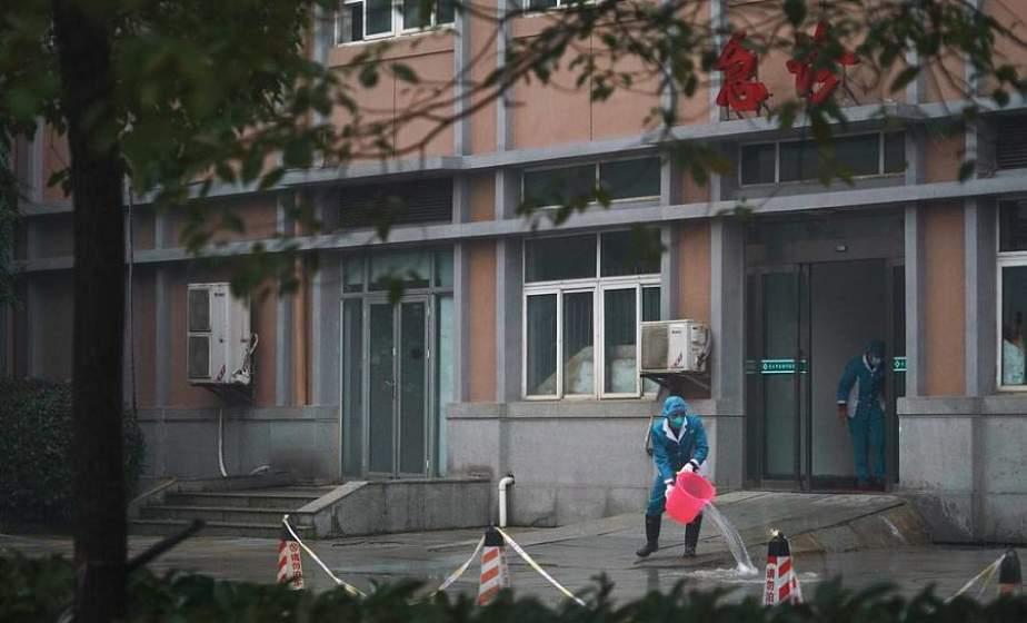 В Ухане ужесточили правила карантина: люди не могут покидать свои районы