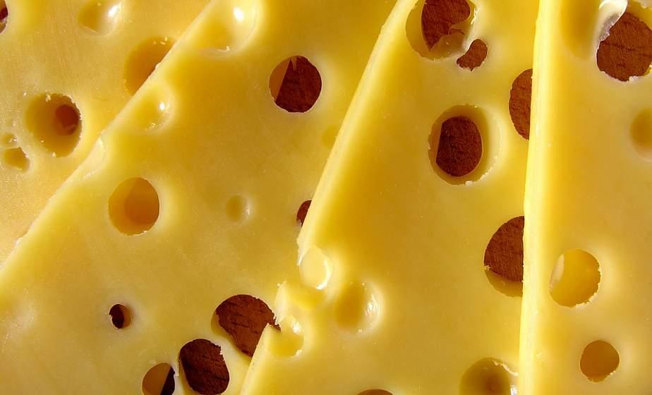 Полезным и вкусным он бывает даже тогда, когда его аромат невыносим. Рассказываем о сыре