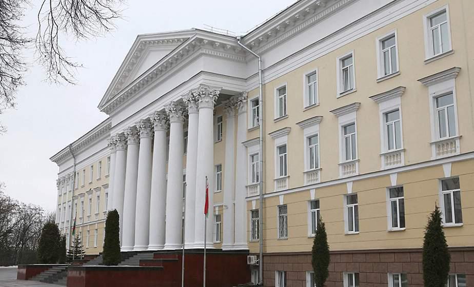 Минобороны Беларуси передало в больницы медоборудование для искусственной вентиляции легких