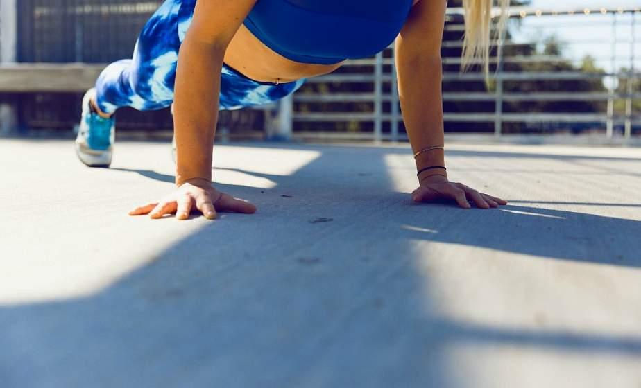 Качаем пресс стоя: 6 эффективных упражнений