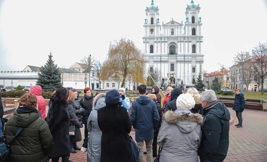 «Увидеть замки и храмы, а в ресторанах попробовать драники». Почему литовские туристы приезжают в Гродно и что покупают в подарок?