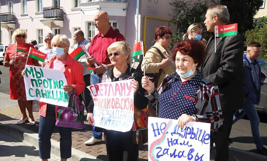 Ветераны собрались на акцию «Руки прочь от Беларуси» у Генерального консульства Литовской Республики в Гродно