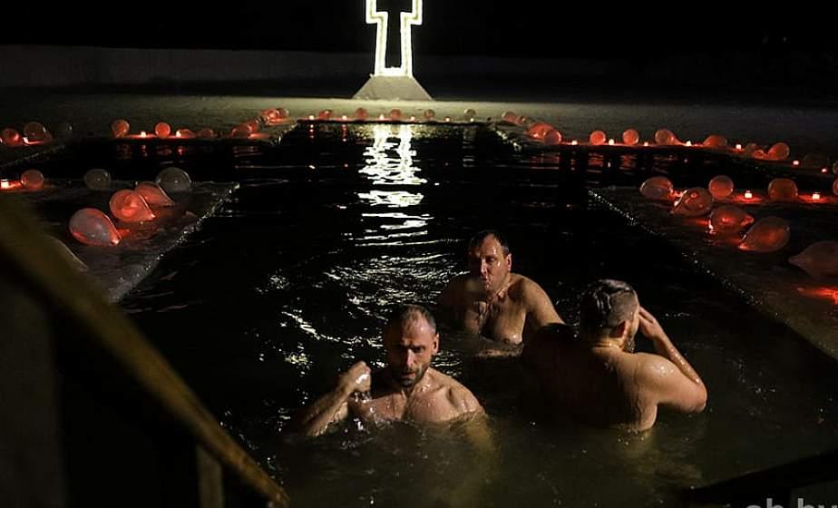 Терапевт рассказала, кому нельзя купаться в Крещение