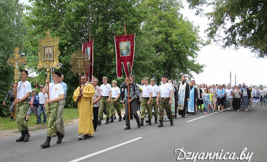 Больш за сотню паломнікаў прыйшлі пакланіцца цудатворнаму абразу Божай Маці Ракавіцкай