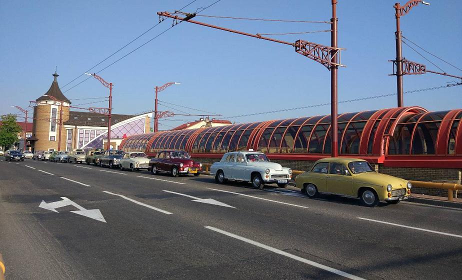 Польские туристы приехали в  Гродно на ретроавтомобилях