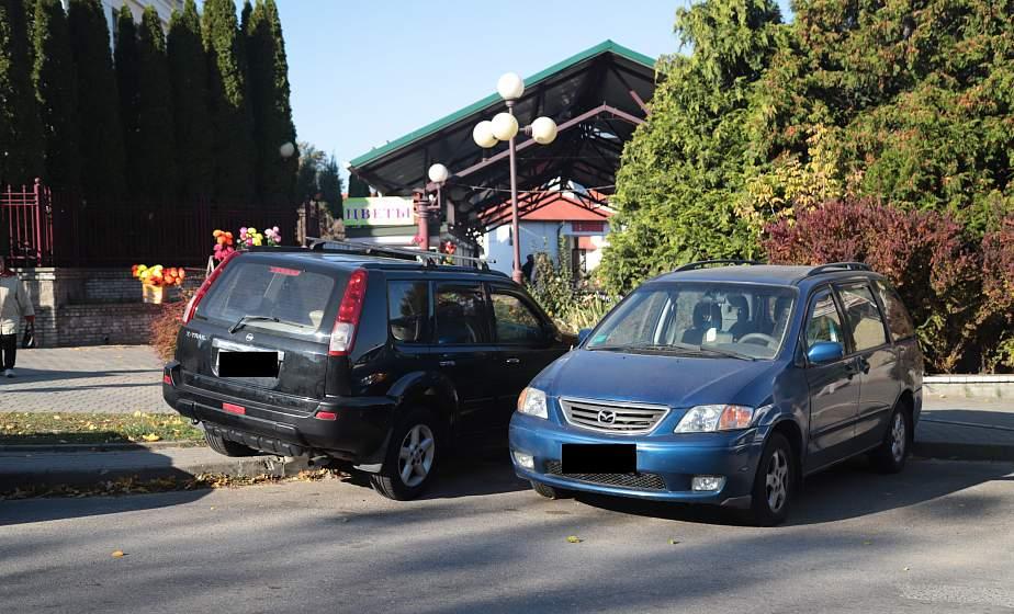 Фотофакт: знаки и желтая полоса – не указ. Вблизи Центрального рынка водители игнорируют правила парковки
