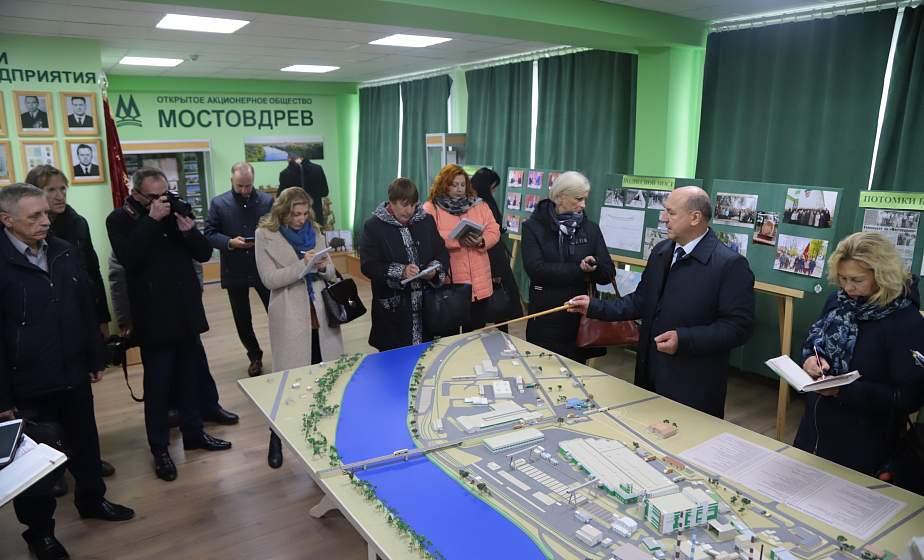 Новый пеллетный завод и развитие фермерства. Журналисты региональных и республиканских СМИ посетили Мостовский район