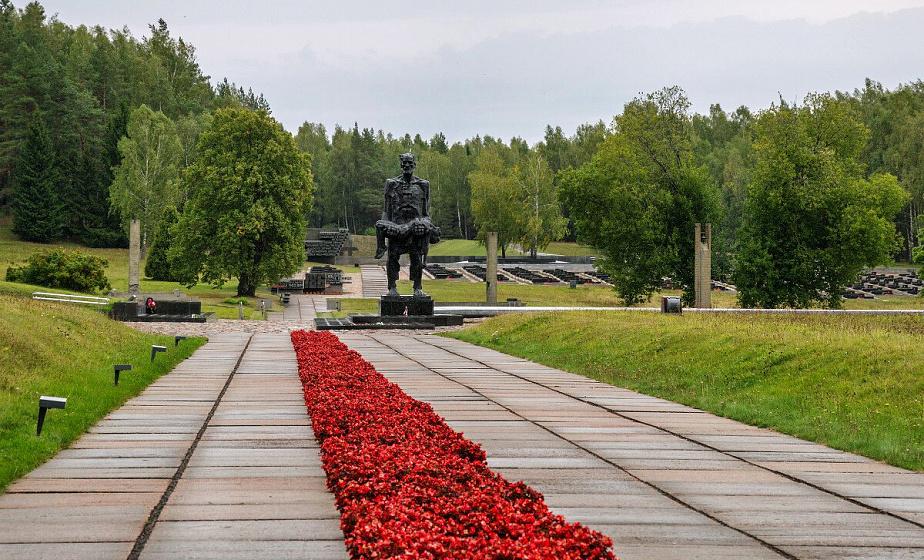 50 лет назад состоялось открытие мемориального комплекса «Хатынь»