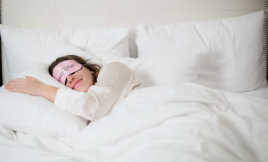 На боку, спине или животе? Привычная поза во время сна связана с болезнями