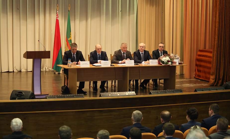 Александр Версоцкий утвержден в должности председателя Свислочского райисполкома на сессии районного Совета депутатов