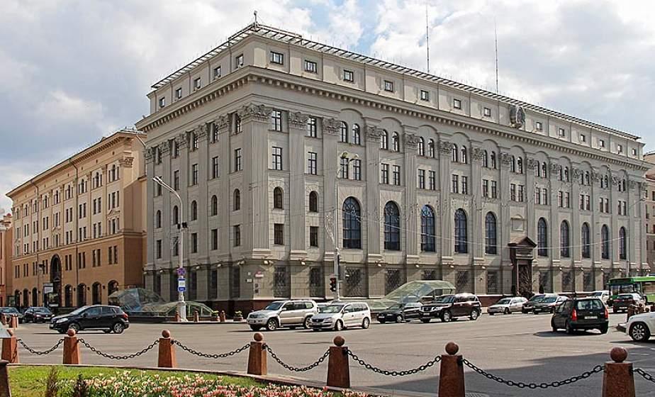 С чем связан дефицит наличной валюты в банках и запустят ли «печатный станок»