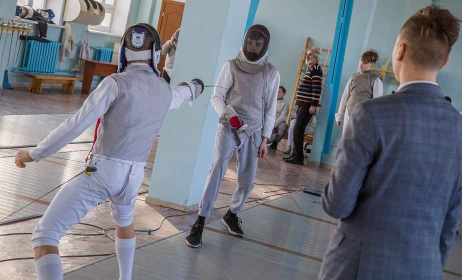 Юные мастера шпаги и рапиры: в Гродно проходит детский областной турнир по фехтованию