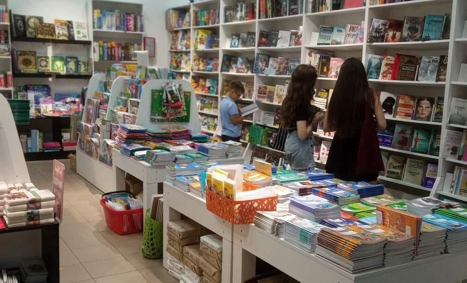 «Над пропастью во ржи» и «Маленький принц». Какие книги гродненцы чаще всего берут в библиотеках и покупают в книжных магазинах города?